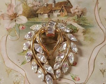 1950s Trifari Rhinestone Wreath Brooch