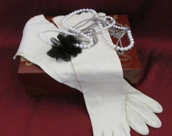 Glamorous Vintage White Gloves Leather Calfskin Ladies Long Formal Size Small