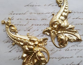 Baroque rococo pair - two beautiful ornaments left and right - Raw Brass Natural Brass
