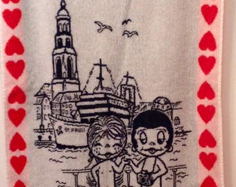 Vintage 70s Love Is towel in German from Hamburg United Feature Syndicate Kim Casali