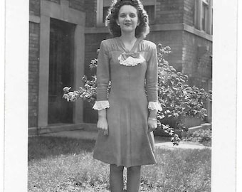 Vintage Photo - Luelcia with Ruffled Sleeves  - U.S.A. 1945 - Black & White original print