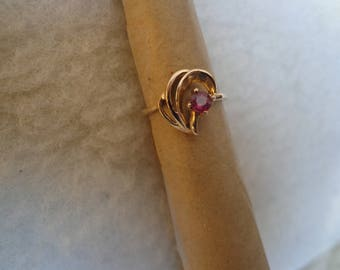 Gold ring with Garnet.