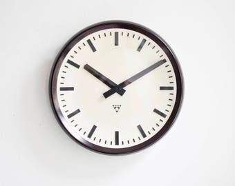 Pragotron factory clock, railway clock, Czechoslovakian clock, industrial clock Ref: 417