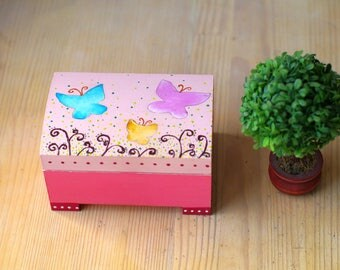 Little girl jewelry box for girls Trinket box - keepsake box - wooden treasure box - pink jewelry box - gifts for her - jewelry holder
