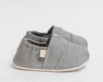 "Handmade ""Tom Style"" Baby Crib Shoes in a Light Gray Linen - College University Wear"
