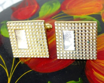 Classic vintage Speidel gold set of cuff links with textured face. Clean line Don Draper effect. Nice heavy feel