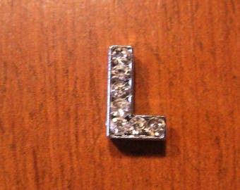 Letter L silver tone with Rhinestones for a personalized 8 mm bracelet