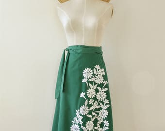 70s green embroidered wrap skirt. Embroidered floral wrap A line skirt. 70s hippy flower skirt. 70s green summer skirt. M-L