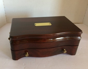 WOODEN JEWELRY CHEST/Box