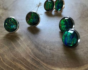 Earstuds faux opal - earstuds with AB shine - round, trend, trendy, earrings, iridescent, blue, green, fashion, AB shine