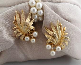 Gold Leaf Ear Climber Earrings Lisner Earrings Pearl Leaf Earrings Lisner Clip Earrings Leaf Climber Earrings Pearl Climbers Lisner Jewelry
