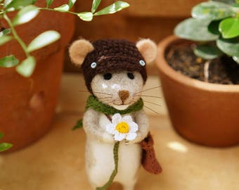 Needle felted mouse/handmade/poseable/decoration/gift/soft sculpture