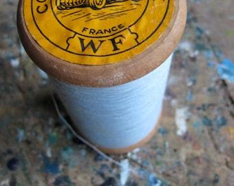 Une grande bobine de fil Français ancien, Wallaert frères fil, coton une automobile, Mercerie ancienne, bleu pâle