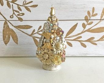 "Bottlebrush tree, 4 1/2"" Christmas tree, Vintage Jewelry, Bottle brush Tree, Christmas Decoration, Shabby Chic, Handmade"