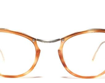 Vintage eyewear. Made in France. 1950's. Excellent quality and condition! Tortoise lens surround on gold filled metal. Marvelous Midcentury
