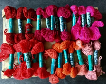 LOT Anchor Tapestry Wool Yarn - Laine Tapisserie - 28 Skeins - J & P Coats - 15 Yards - Needlepoint Embroidery Crewel - Pink Red Orange