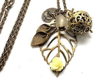A scent! Necklace has perfume leaf, beige flower Pearl spun