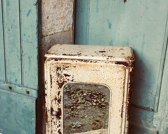 Hervorragende 1940 WW2 Jahrgang Französisch Militärischen Erste Hilfe    Badezimmer Schrank   Original Spiegel