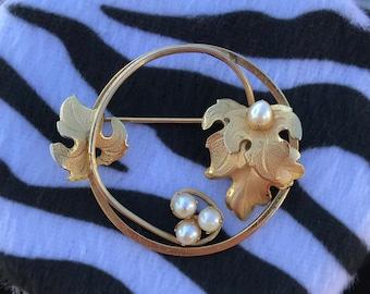 Vintage Pearl Brooch // Freshwater Pearl Brooch // Grape Leaf Wreath Brooch // 40s Brooch // Wine Brooch