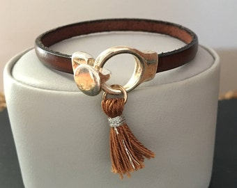 Brown flat leather strap with Pompom