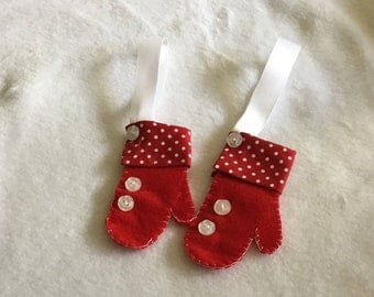 Christmas mitten ornament, felt mittens, Christmas decoration, hanging mitten, red mitten, holiday decor, felt Christmas ornaments,