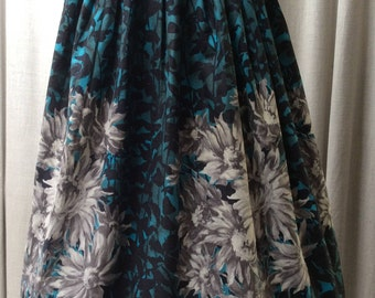 Stylish Fifties Painterly Style Dahlias Floral Cotton Full Gathered Skirt..... UK Size 12 Original Vintage 1950's 50's