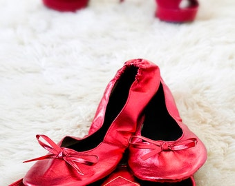 6 Pairs of Red Foldable Shoe