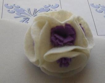 White Felted Brooch, Felt Flower Pin, Felt Pin, White Flower Pin, White Lapel Pins, Felt Brooch, White Felt Flowers, Jewelry Brooches Pins