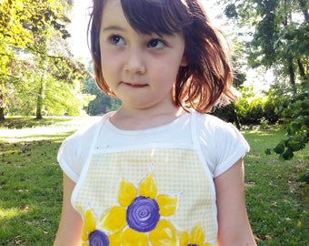 Sunflower girls apron, kids apron, hand painted apron, yellow checked apron, toddlers girl apron, sunflower hand painted, children apron