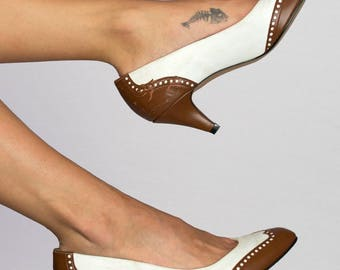 Vintage 80s Pointed Toe White Brown Two-Tone Leather Dotted High Heel Pumps Size 8