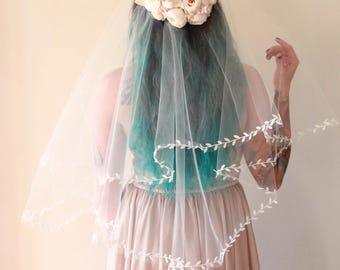 Boho leaf ribbon veil, Long drop bridal veil, IVORY or WHITE, Long leaf edged veil, Fingertip veil, 60x60 circle veil, Unique woodland veil