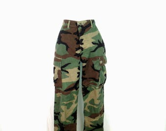 Vintage Unisex Camouflage Cargo Pants Authentic Military Woodland Camo Pattern Pants High Waist Grunge Cargo Pocket Trousers