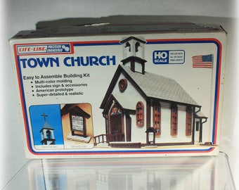 Life Like Town Church No 1350 HO Scale buiding model kit and Manual