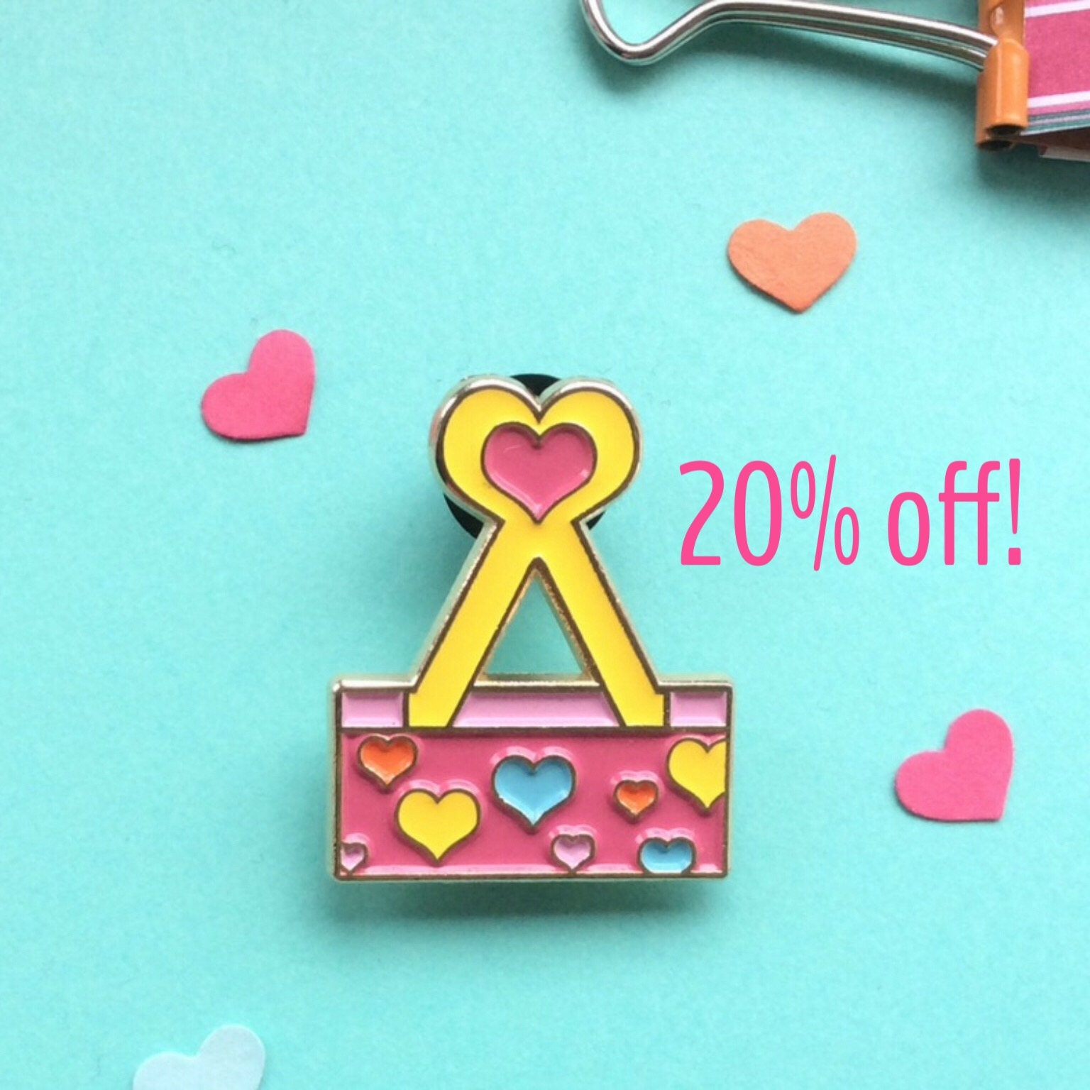 Binder Clip Soft Enamel Pin Cute Pink Lapel Pin With Hearts