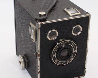 Kodak Six-20 Brownie Junior Super 620 Film Box Camera with bag - c. 1935 -  Good Condition and working