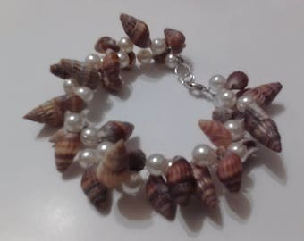 Seashell jewelry, beach jewelry, seashell & pearl bracelet.