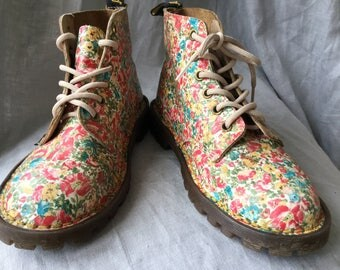 Vintage floral Dr Martens boots - UK size 3 - beautiful flowery girl's shoes