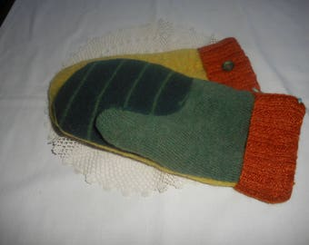 WOOL Recycled Wool Sweater Mittens Ladies Medium Green and Gold OOAK