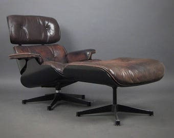 Original Charles and Ray Eames by Vitra lounger and Ottoman model 670, 671 circa 1970's