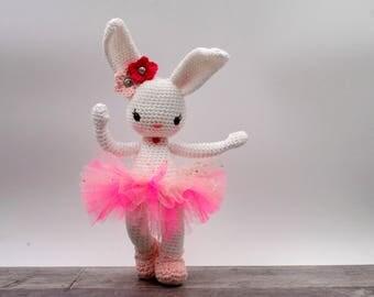 Crochet pattern: Lexie the dancing bunny