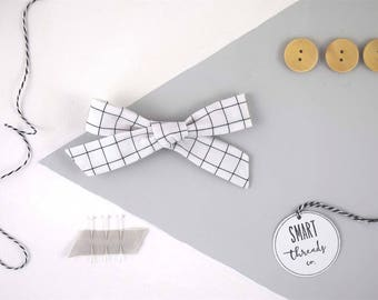 Hair bow, Schoolgirl Bow Clip or Headband, Toddler Bows, Bows for babies, White black grid fabric