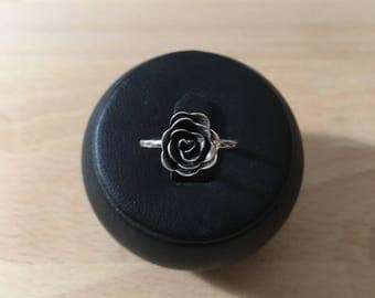 Rose ring in oxidized 925 Silver entirely by hand