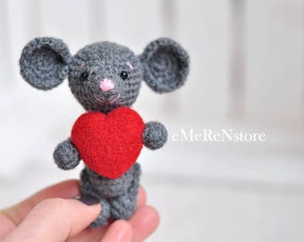 Cute mouse Crochet mouse stuffed animal,Valentines day gift,toy mouse, bear nursery decor,mouse with heart,crochet doll,mothers day gift
