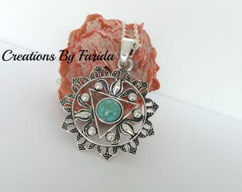 Necklace with Chakra Zinc Alloy and Turquoise green flower pendant