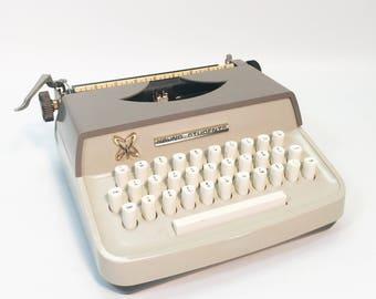 Vintage Typewriter 'Young Students' Beginner Manual Machine