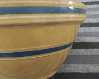 Beautiful Vintage Slip Banded Yellow Ware Mixing Bowl