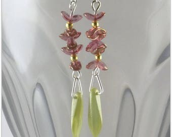 Delicate earrings with flower and leaf Czech glass - An 123Pierres jewel