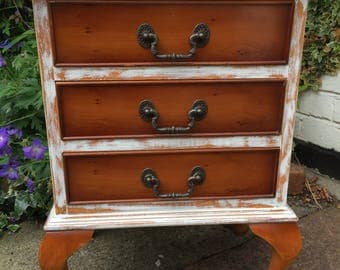 Lovely distressed set of draws vintage shabby chic draws