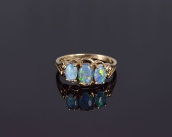 10k Three Stone Opal* Oval Scalloped Setting Ring Gold
