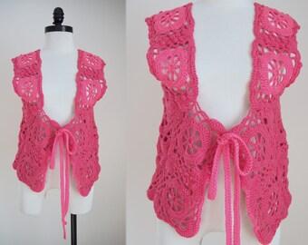 "1970s Vintage Hot Pink Two Tone Crochet Vest / 70s Tie Front Yarn Hippie Boho Bohemian Costume Vest / Small Medium 34"" 36"" 38"" Bust S M"